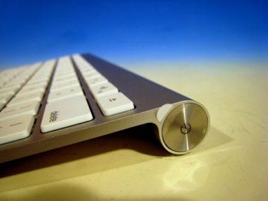 macのワイヤレスキーボードの電源